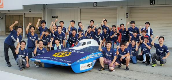 快挙!ソーラーカー部 鈴鹿(FIAオリンピアクラス)で初優勝!